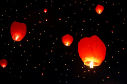 Photo candle lamps flying into the night