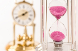 Photo hourglass and clock